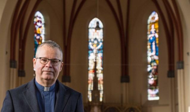 Pastoor Frans Verheije verheugt zich op zijn werk in parochie De Bron.