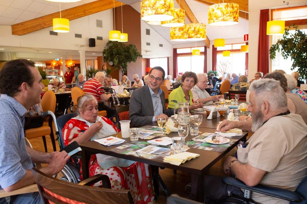 Burgemeester Steven Adriaansen genoot ook van het heerlijke diner. Foto: Sophia Piesens © Minerve Pers
