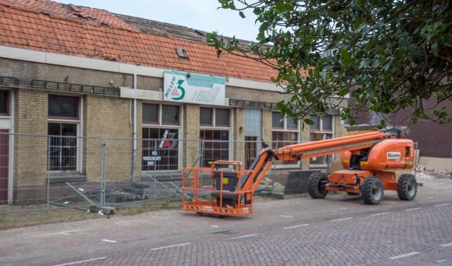 Het al jaren leeg staand pand van Café-Zaal Willem 3 is intussen onder de slopershamer verdwenen.