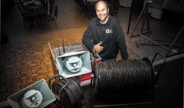 Drie kilomter kabel, 50 hoornluidsprekers, Dave zorgt ervoor!