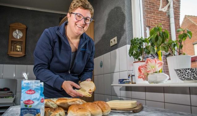 Ingrid Broosus kan de broodjes haast niet meer tellen.