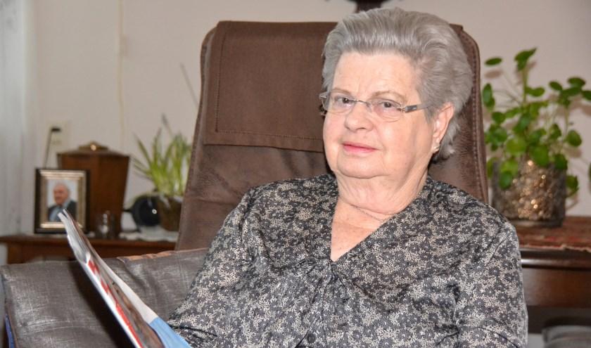 Rie Roks-Nefs is gevraagd haar ontroerende verhaal 'Vier moeders' uit het Brabants Boekenweekboek voor te dragen.
