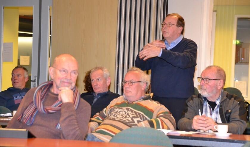 Vanuit aanwezigen bij de vergadering van Dorpsraad Halsteren werden kritische vragen gesteld over windmolens.