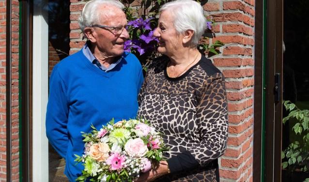 Na 60 jaar zijn ze nog steeds verliefd.