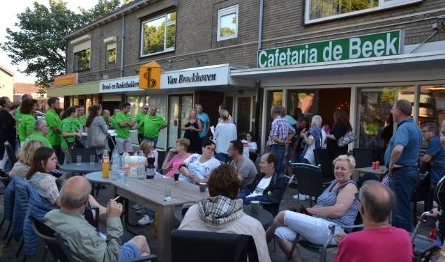 Het plein aan de Burgemeester Elkhuizenlaan op De Beek staat weer in het teken van de Roparun.