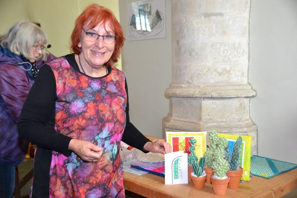 Nelly Pommée exposeert diverse creaties tijdens Open Kerk-zaterdag.  © Minerve Pers