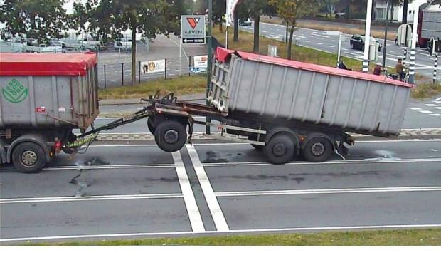 vrachtwagen in problemen in veghel