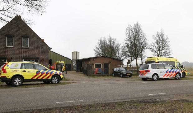 Man gewond na val door dak bij plaatsen zonnepanelen in Vierlingsbeek. (foto: SK-Media)