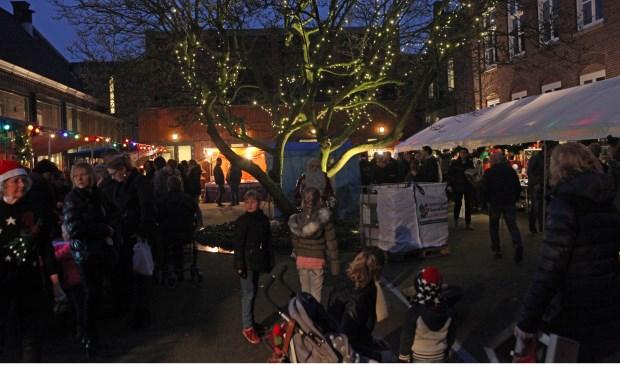 Kerstmarkt druk bezocht in Zijtaart (Foto's Peter Kuijpers)