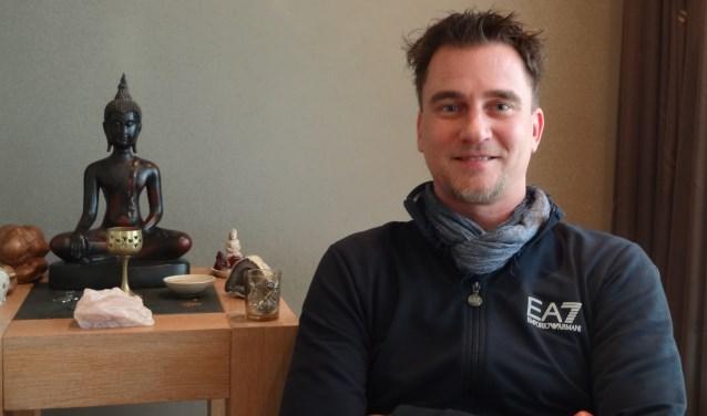 Jeroen van den Broek vindt zijn heil bij natuurlijke geneeswijzen en gezonde voeding (foto: Ankh van Burk).