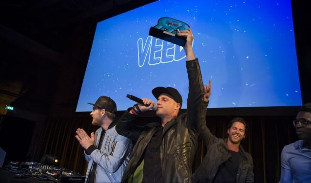 De mannen van StukTV met de VEED Award.