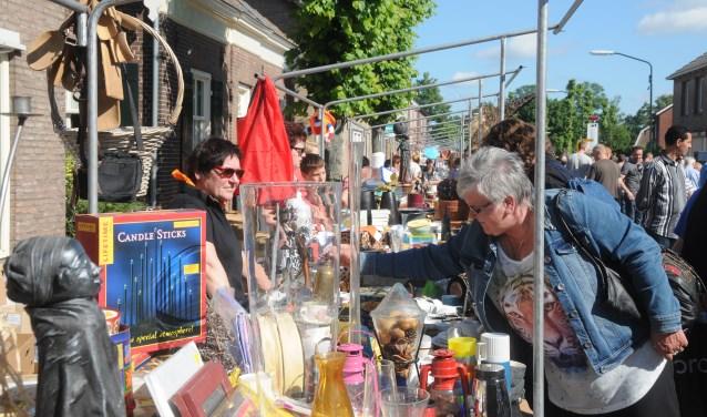 Op kermiszondag vindt de traditionele vlooienmarkt van Carnavalsvereniging De Reigers plaats.