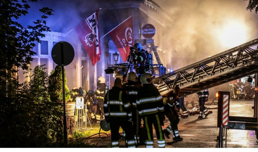 Zeer grote brand Maasdijk Ravenstein ( Foto's : Maickel Keijzers / HendriksMultimedia )
