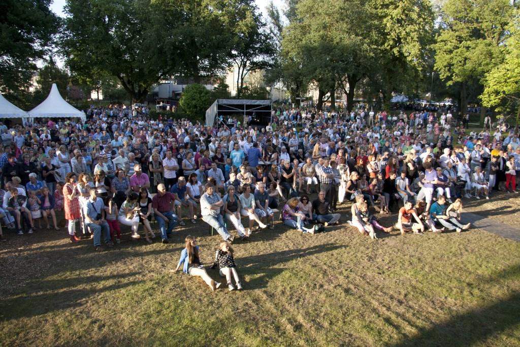 Veel buitenlandse bands in het Julianapark.   © Kliknieuws Veghel