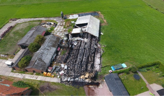 kliknieuws veghel - uitslaande brand verwoest complete schuur [update]