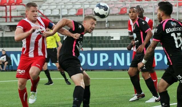 FC Oss verloor afgelopen vrijdag met 0-2 van Telstar. (Foto  Hans 14c23e1b599
