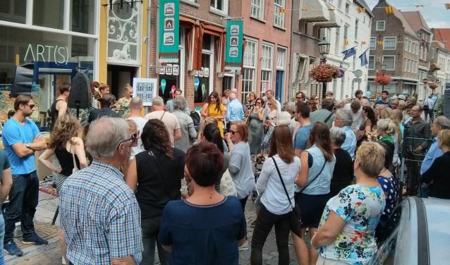 Pop-up shop event, met onder andere opening van Galerie ART(S), heeft centrum Grave een boost gegeven.