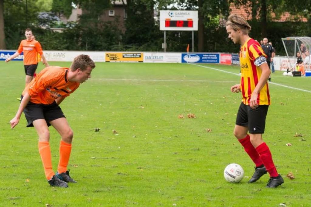 Avesteyn wint van DVG met 1-0 (Foto's: Ad van Dooren)  © Kliknieuws Veghel