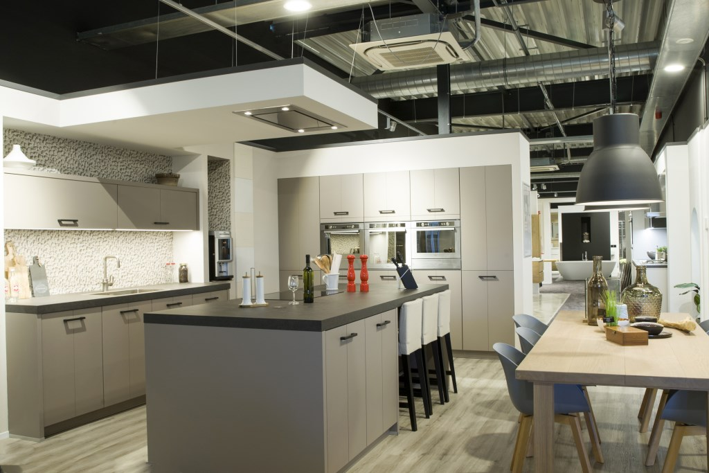 Reddy Keukens Helmond : Gloednieuwe showroom reddy keukens en hendriks badkamers helemaal af