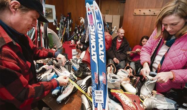 Tweedehandsmarkt op skibazaar Intersport Uden.