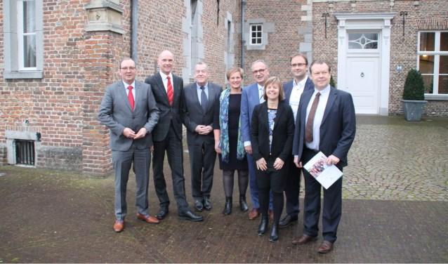 Vlnr: Eric van den Bogaard, Marcel Franzel, Harry van  Rooijen, Coby van der Pas, Jan Goijaarts, Marijke Wilms, Menno  Roozendaal en Eus Witlox.