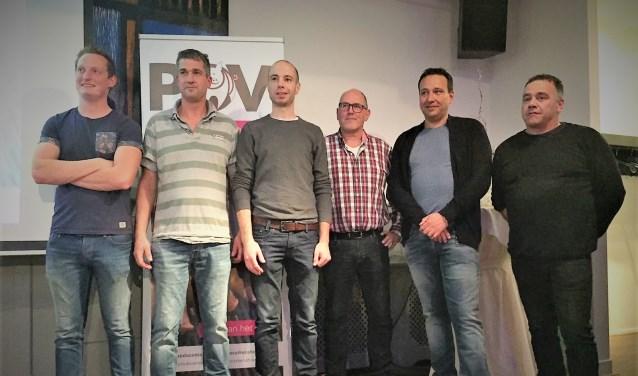 Eric Stiphout (tweede van rechts) als kersvers POV-voorzitter tussen zijn mede-bestuursleden.