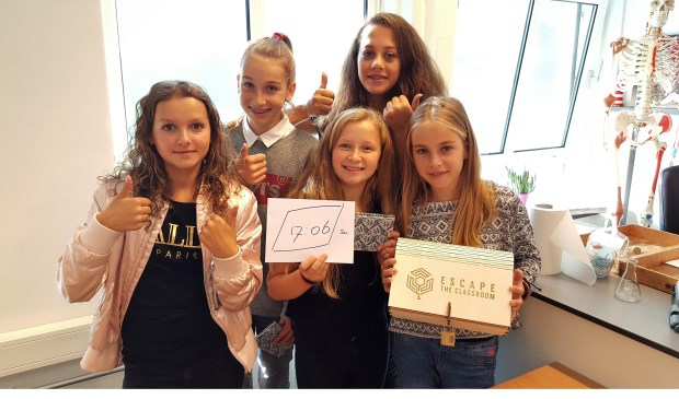 De meiden van klas 1H van het Elzendaalcollege winnen 500 euro voor de school.