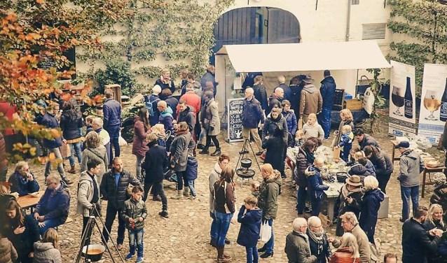 Een beeld van een eerder Pluk en Oogstfeest op Kasteel Tongelaar in Mill.