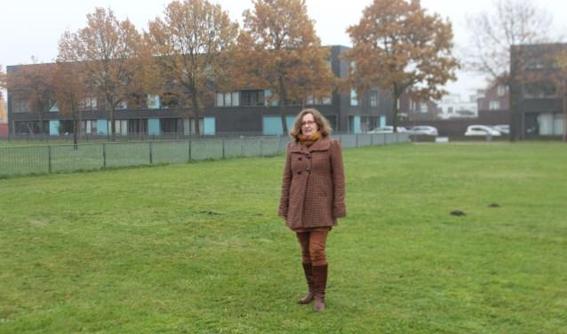 Maureen van Lanen bij de toekomstige buurttuin Piekenhoef
