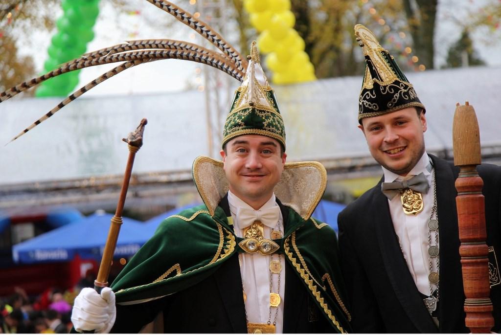 Prins Stan (Bos) en adjudant Koen Cornelissen van De Huibuuke, Overloon. Foto: Albert Hendriks  © Kliknieuws De Maas Driehoek