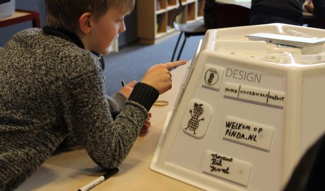 De bibliotheek Uden houdt een Generatieb@ttle om generaties dichter bij elkaar te brengen.