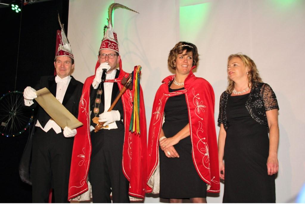 Prins Ger 2 (Joosten), prinses Katja en adjudant Koen van de Keieschieters, Vierlingsbeek.  © Kliknieuws De Maas Driehoek
