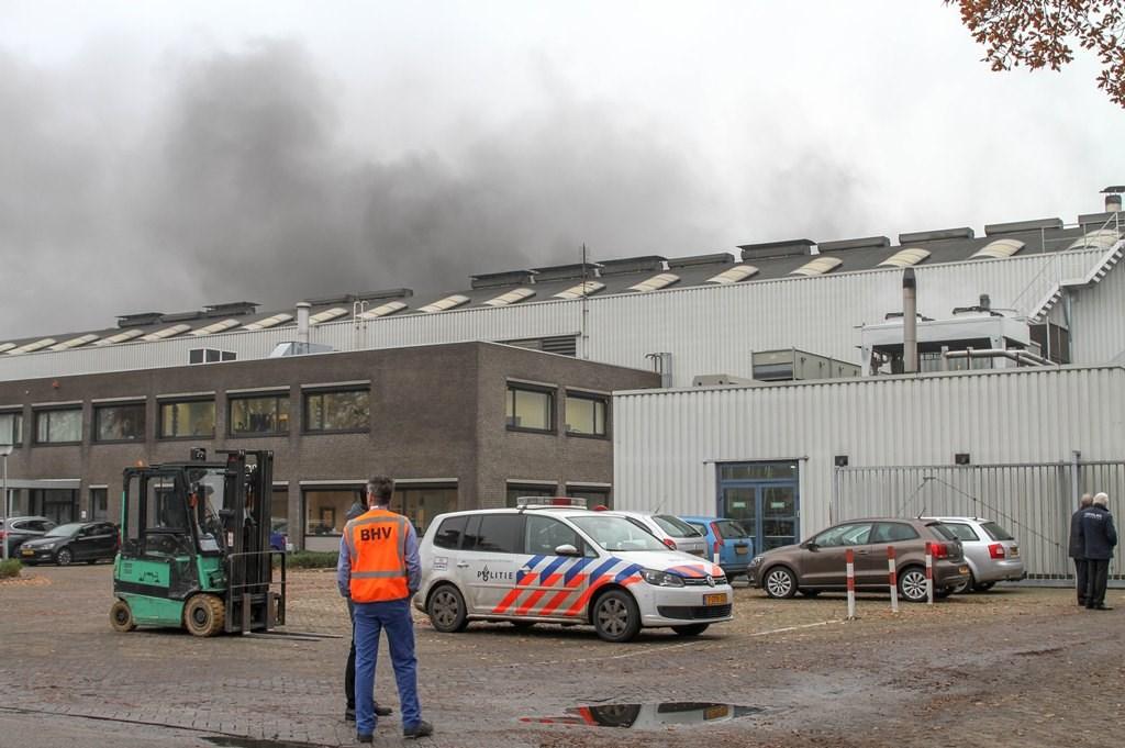 Brandweer opgeroepen voor brand bij Brabant Alucast. (Foto: Maickel Keijzers / Hendriks Multimedia)