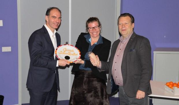 Noud van den Boer, Barbara Sol en Eus Witlox zijn blij met met het behalen van de Gouden Kantineschaal.