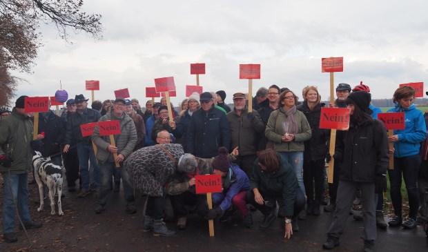 Breed protest tegen plannen van windmolens in het Reichswald.