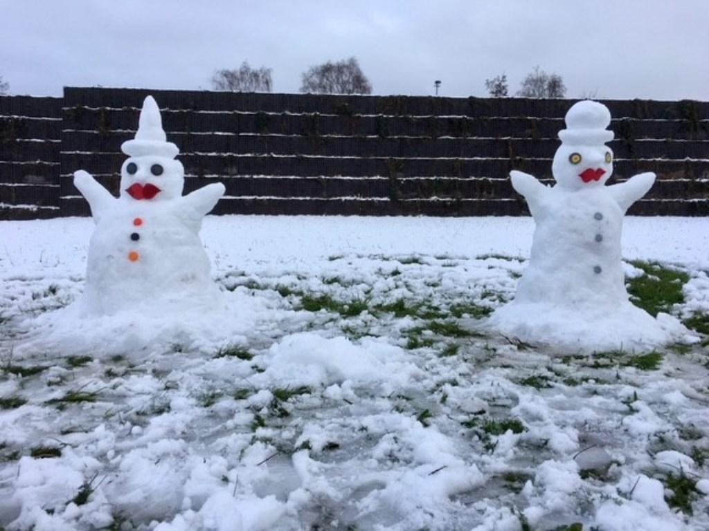 Nettie van Uden maakte een mannelijke en vrouwelijke sneeuwpop Foto: Nettie van Uden © Kliknieuws Uden