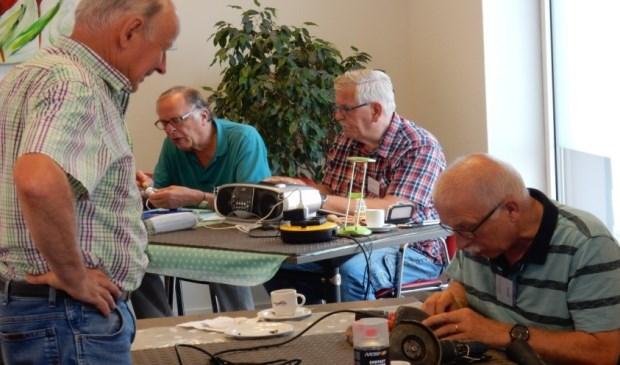 Vrijwilligers van Repair Café Berghem.