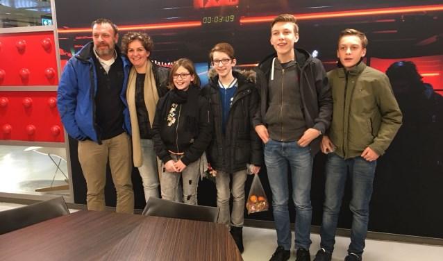 Het samengestelde gezin van Corine Verdijk (tweede van links) was zondag in Hilversum voor de preview van de Zembla-docu.