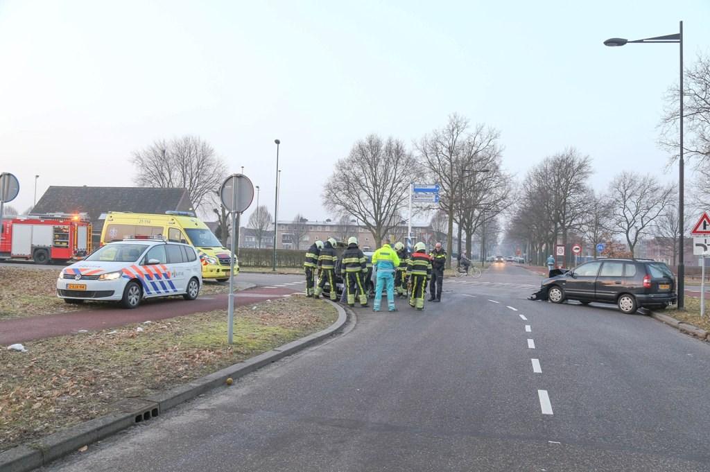 Ongeval in de Kloosterstraat in Oss. (Foto: Maickel Keijzers / Hendriks Multimedia)