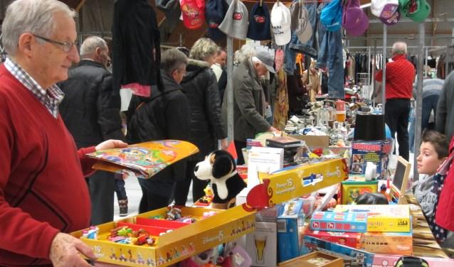 Enorme vlooienmarkt in De Rusheuvel.