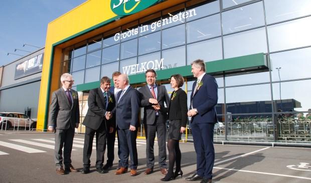 V.l.n.r.: Kevin Kelly (ambassadeur van Ierland in Nederland), Minister Andrew Doyle, Joop en Piet Kaldenberg en Mark van Dinther.
