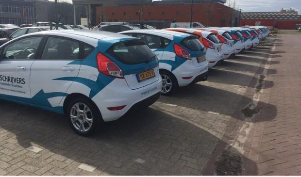 De vijftien nieuwe blikvangers voor Hendriks en Schrijvers zijn geleverd door Autobedrijf Hendriks Oss bv.