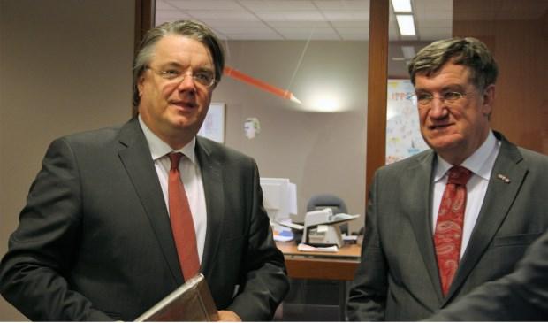 Burgemeester Hellegers in gesprek met Commissaris van de Donk
