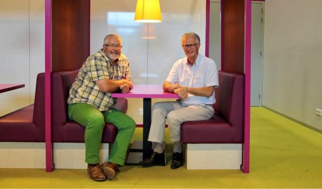 Harrie Verwegen (L) en Jan Pieter Mudde (R) nemen afscheid van het Zwijsen College.