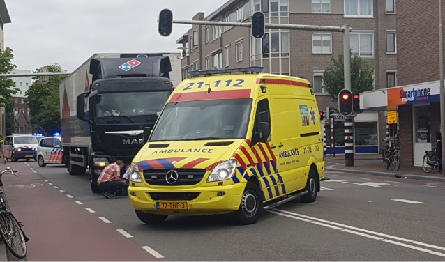 Gewonde bij ongeval op de Oostwal. (Foto: Maickel Keijzers / Hendriks Multimedia)