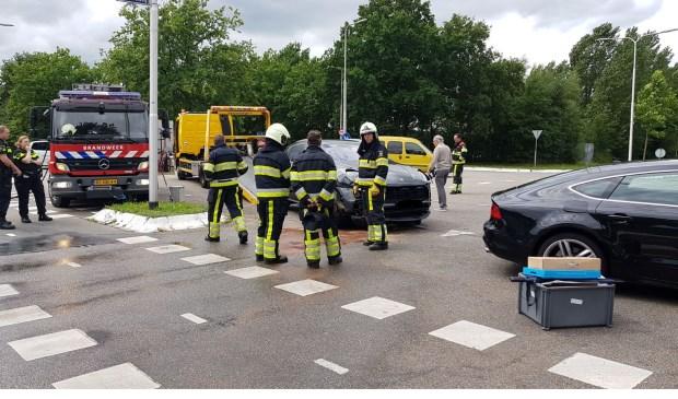 Auto's botsen op Osse kruising. (Foto: Maickel Keijzers / Hendriks Multimedia)