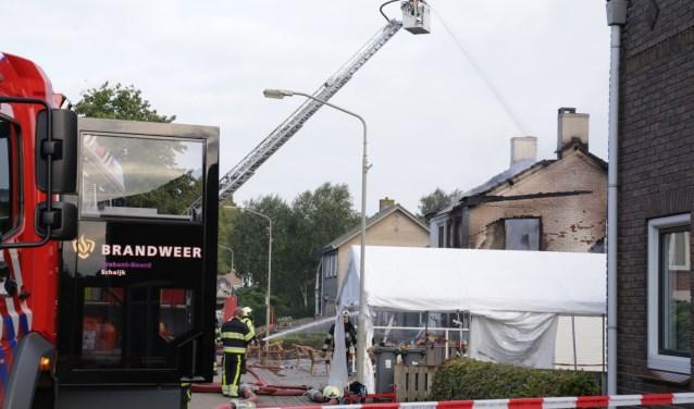 Enorme ravage na brand in Petjesbar in Overlangel. (Foto: Maickel Keijzers / Hendriks Multimedia)