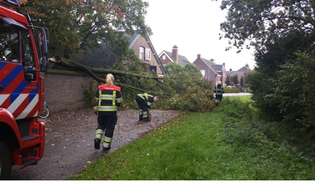 Stormschade in Lith. (Foto: Twitter politie Oss)