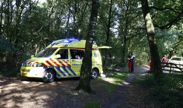 Ambulancepersoneel kon niet veel meer betekenen voor het slachtoffer dat op de plaats van het ongeval overleed. Foto: SK-Media