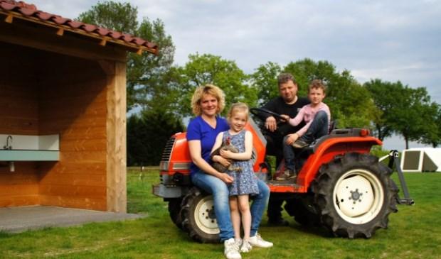 Het gezin Geenen vlak voor de opening in mei 2017.